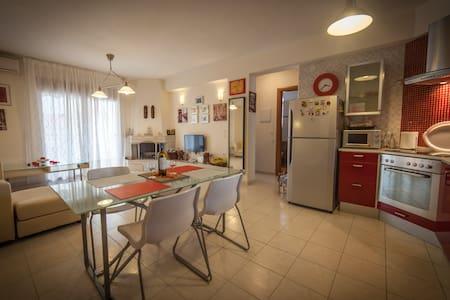 Spacious and peaceful apartment near the beach - Καλλιθέα
