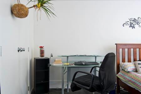Spacious double bedroom - Auckland - Apartamento