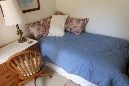 single bed in shared dormatory - Dunnellon