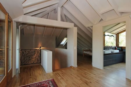 modern 4 Bedroom lake house - Maison