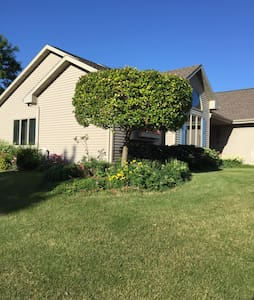 Great home close to Lambeau Field. - Appleton
