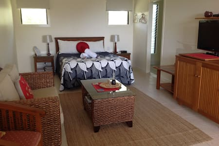 Straddie Views Bed and Breakfast - Point Lookout - Bed & Breakfast