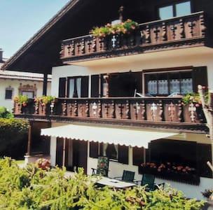 Schöne Ferienwohnung (56m²) mit tollem Alpenblick! - Krün - Apartment