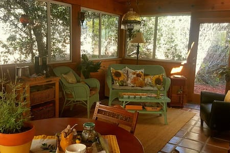 A Touch of Provence - Fallbrook - Casa