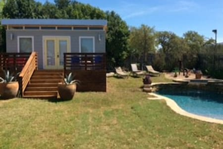 Cute Guesthouse with Pool & Hot tub
