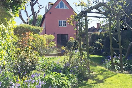 Beautiful Tudor 4 Bedroom House - Colchester - Huis