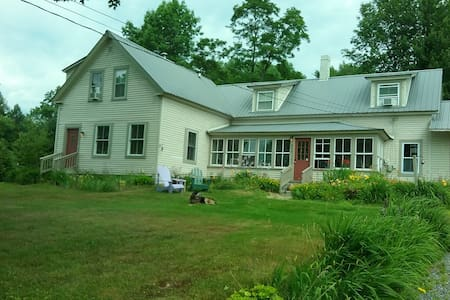 Paws Inn - Pet-Friendly B & B - Bed & Breakfast