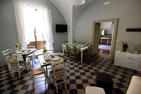 Antico Palazzo finemente ristrutturato e arredato - Inap sarapan