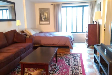 Homey apt in popular neighborhood!
