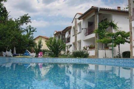 6 bed villa for 18 person, Albena - Townhouse