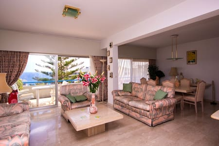 MEDITERRANEAN DREAM: BEACH FRONT LUXURY APPARTMENT - Byt