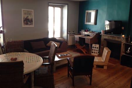 Appartement plein centre de Laval - Apartment