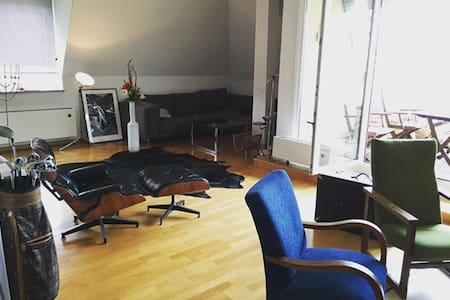 Double bed room in 120qm loft with roof terrace - München