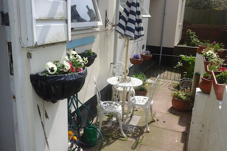 A small charming flat ,garden - Hastings - Apartment