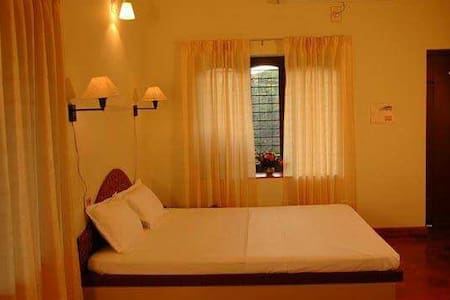 Mist Cladded Mountains N Cozy Rooms - Thekkady - Vila