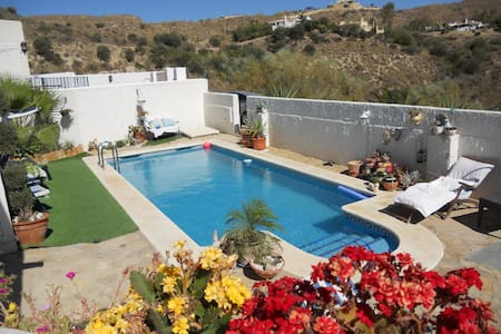 Casa Lucy 3 double rooms  B& B for 2 pers 60 euros - Turre - Villa