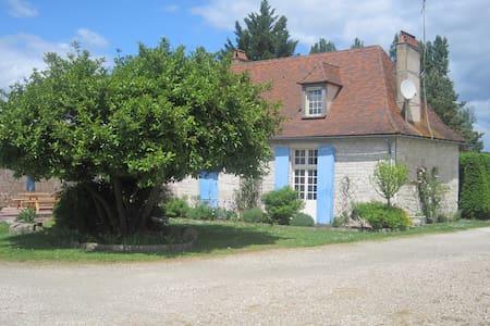 Chambre d'hôtes avec petit déjeuner - Rouffignac-de-Sigoulès - House