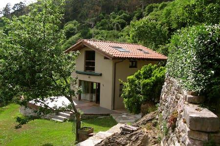 casa independiente con jardín - Huis