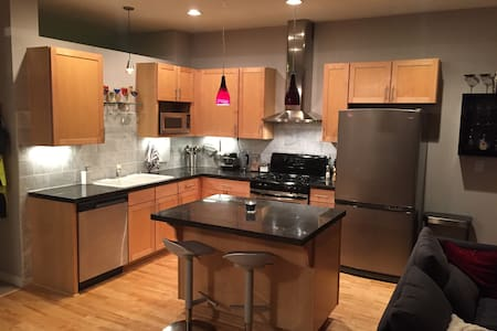 Downtown Denver Loft With Jacuzzi! - Denver
