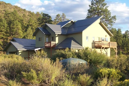 Sustainable house adjacent to the National Forest - Flagstaff