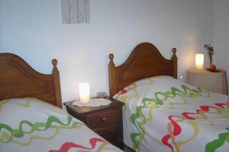 Quarto Laranja (2 camas individuais) - Ponte de Lima - Villa