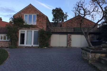 Tanyard Barn - 2 bed barn conversion - York
