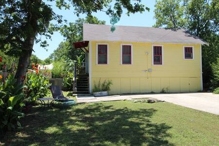 Spacious Guesthouse Near Downtown - San Antonio