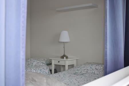 Leilighet med 4 sengeplasser nær Leirvik sentrum - Lejlighed