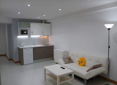 APARTAMENTO CÉNTRICO, TRANQUILO, WIFI-ALL 4 U! - Apartment