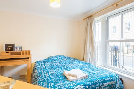 Cozy Double Room with Private Bathroom-City Center - Huoneisto