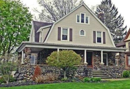 Historic Stone Dutch Colonial - Casa