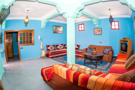 Near beach, wifi. Large living and bedroom. MA 1. - Tamraght