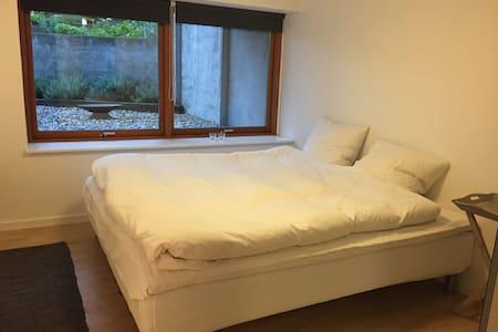 2 værelser med køkken, bad og egen indgang - Viby - Muu