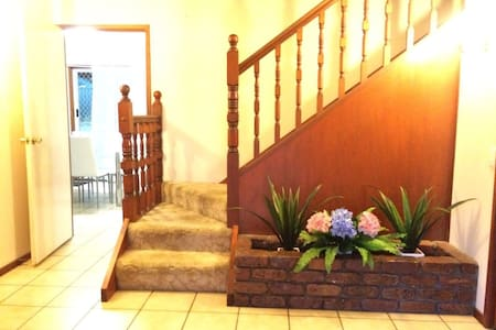 Comfortable& relaxed stay with Pool - Sunnybank Hills - House