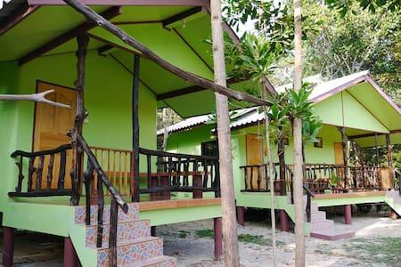 Mata Guesthouse_Green bungalow - Ko Kut - Bungaló
