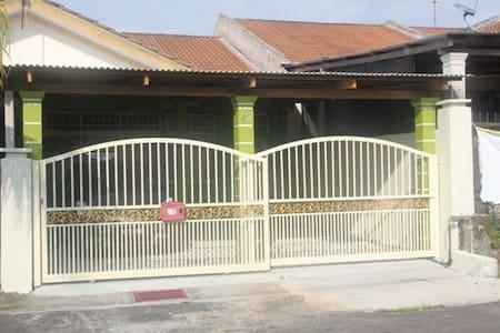 Bluebell Homestay @ Telok Kemang Port Dickson - Maison