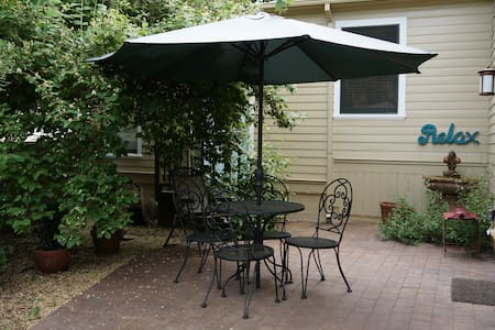 Gated private garden suite in downtown Nevada City - Nevada City - House