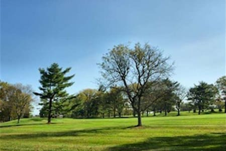 The Overnight Country Club - Ewing Township - Haus