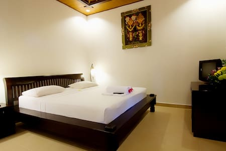 Kusnadi Deluxe Room With Pool And Nature Garden - Bed & Breakfast