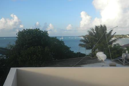 Studio au 2eme Etage ,vue sur mer. - Pis
