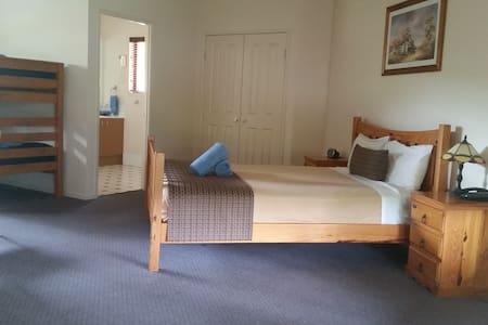 Family Room Sleeps 6 - Apartemen