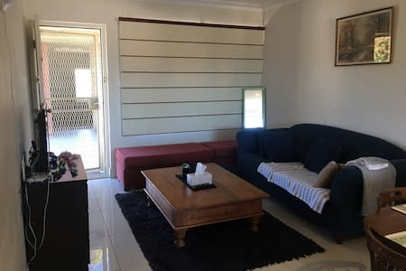 Share a single/double bed 2br/Apt - Brookvale