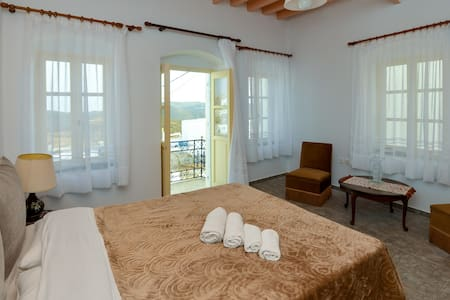 See Amorgos traditional apartment with view - Leilighet