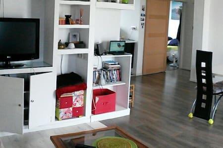Appartement refait à neuf + parking - Pierre-Bénite - Byt