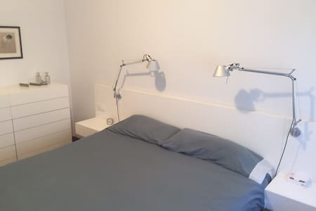 Big room with privatbathroom - Barcelona - Bed & Breakfast