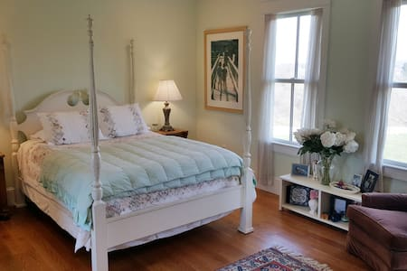 Blue Hill Farm - Room With A View 2 - Bed & Breakfast