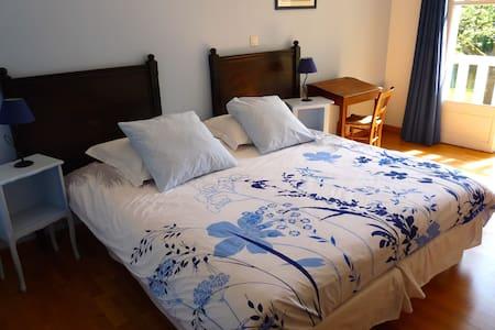Chambre lits jumeaux avec petit-déjeuner - Bed & Breakfast