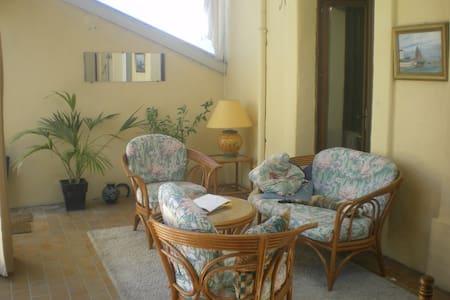 maison avec jardin et terrasses - Dom
