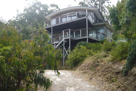 Treetops - With Free Wi-Fi - Kennett River - Talo