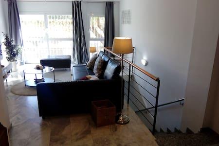 Elegance Room & terrace in a duplex by Metro Stop - L'Hospitalet de Llobregat - Apartment